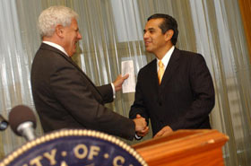 Carnesale shakes hands with Villaraigosa